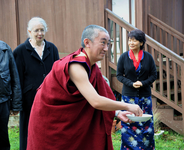 lama_jampa_with_offering